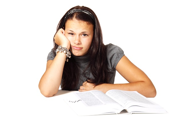 nuda nad učením