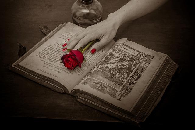 modlitební kniha a růže