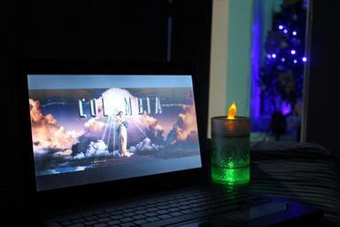 sledování filmu